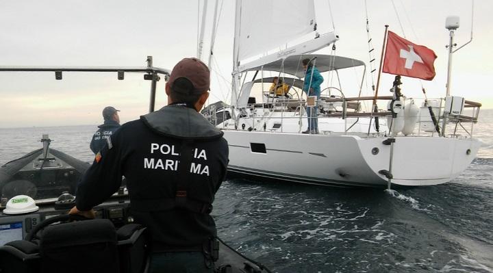 Resultado de imagem para POLÍCIA MARÍTIMA APREENDE ARTES DE PESCA