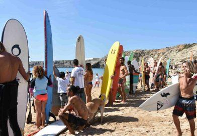 Comunidade surfista juntou-se em Sagres