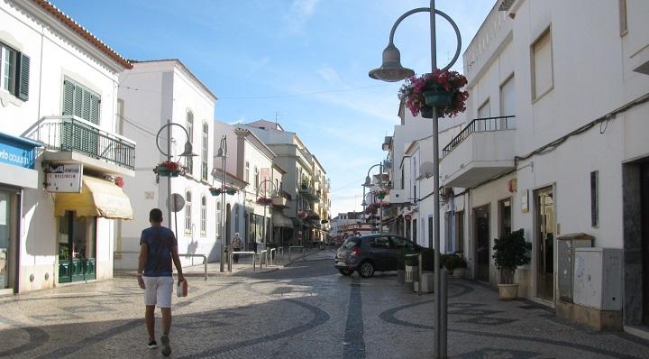 Os concelhos algarvios que saem e o que entra na 'lista negra' da Covid-19