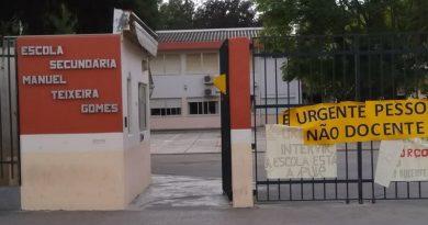 Deputados do Bloco e PSD confrontam o Governo com falta de pessoal na Escola Manuel Teixeira Gomes