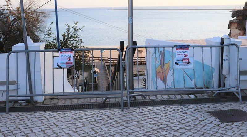 Autarquias algarvias 'fecham' praias